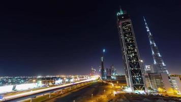 Nachtbeleuchtung Dubai Business Bay Verkehrsstraße Panorama 4k Zeitraffer Vereinigte arabische Emirate