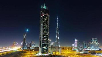 notte luce dubai traffico strada mondo più alto edificio blocco 4K lasso di tempo Emirati Arabi Uniti