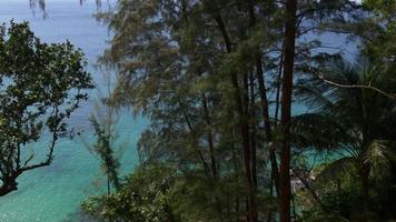 Tailândia luz do sol phuket ilha secreta praia selvagem colina panorama 4k video