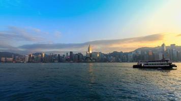 horizonte con un reflejo de una noche de rascacielos,