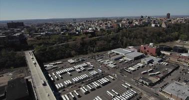 Hoboken nj flyover parking parking se déplaçant vers les immeubles à appartements