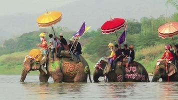festival songkran, sukhuthai tailândia video