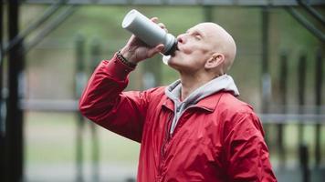 Trinkwasser während des Trainings
