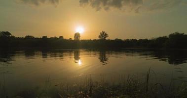 pôr do sol no rio., lapso de tempo video