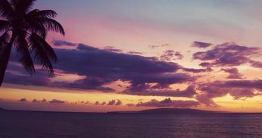 dramatische Luftaufnahme des Sonnenuntergangs