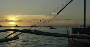 Fischer paddeln hinaus zum Meer video
