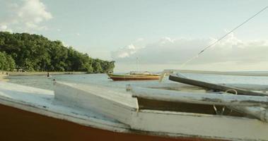 pescar canoas na praia