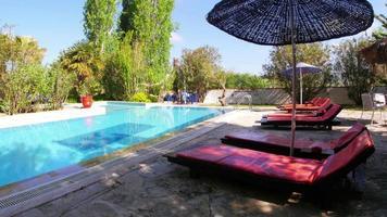 piscina vazia, resort de férias, destino de viagem video