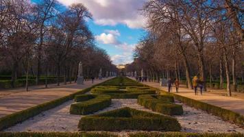 Sonnenlicht und Schatten Retiro Park Gasse Panorama 4k Zeitraffer Madrid Spanien