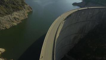 4k Luftaufnahme von Vidraru Damm und See Vidraru video