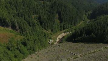 4k Luftaufnahme von Oasa-Damm und Oasa-See video