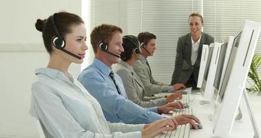 equipo de negocios trabajando en call center