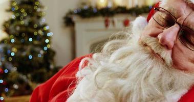 Babbo Natale che si rilassa e dorme