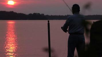 pesca ao pôr do sol video