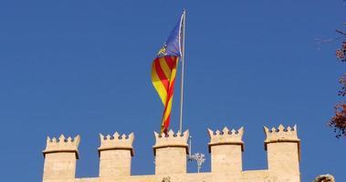 azul céu bandeira nacional acenando em valencia silk exchange 4k espanha
