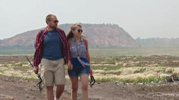 abenteuerlustiges Paar auf Trekkingreise