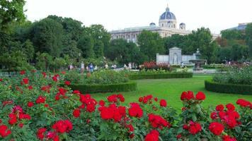 Jardín cerca del palacio imperial de Hofburg, Viena, Austria