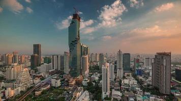 Thailandia tramonto bangkok downtown famoso tetto panorama superiore 4K lasso di tempo