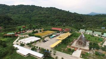 Vista aerea al buddha phuttha utthayan makha bucha anusorn, thailandia video