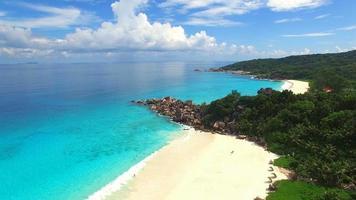 Luftaufnahme von Grand Anse Beach, La Digue Island, Seychellen.