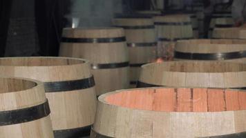 Herstellung von Weinfässern video