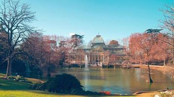 día soleado madrid parque del retiro cristal palacio estanque panorama 4k lapso de tiempo españa