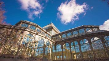 día soleado corriendo nubes madrid palacio de cristal top 4k lapso de tiempo españa