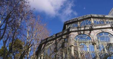 Spanien Sonne leuchten Blick auf Madrid berühmten Palacio de Cristal 4k