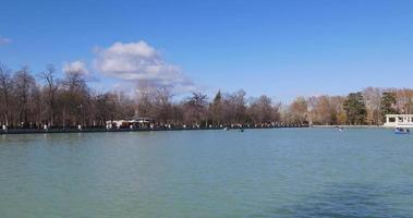 spanien sonniger tag madrid buen retiro park teich panorama 4k