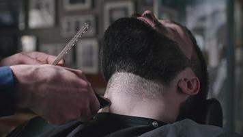 afeitado en peluquería