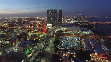 Video de drones aéreos del centro de miami al atardecer