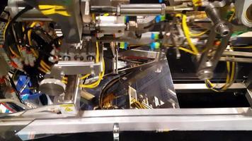 Fabricación de equipos industriales en fábrica k4. video