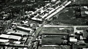 Infrarotkamera auf Bomberziel in feindlichen Gebäuden. militärische Luftfahrt. Krieg. Luftangriff. Schlachtfeld