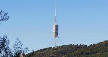 Barcelona Tag Zeit Fernsehturm Blick auf die Berge 4k Spanien video