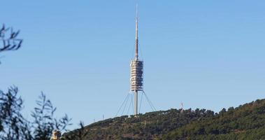 barcelona día torre de televisión vista a la montaña 4k españa
