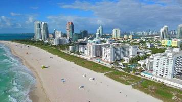vídeo aéreo das ondas em Miami Beach video