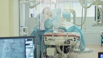 chirurgie cardiovasculaire derrière une paroi de verre