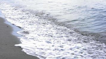 vista panoramica del surf sulla spiaggia, trinidad, trinidad e tobago