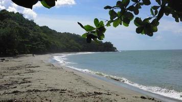 vista panoramica della spiaggia contro il cielo nuvoloso, Trinidad, Trinidad e Tobago
