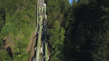 Antenne der Rohre der Wasserkraftanlage in Snoqualmie Falls, Washington