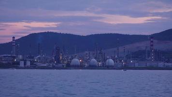 refinería de petróleo de aliaga, planta de petróleo petroquímica, izmir, turquía video