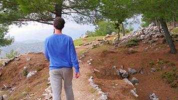 toeristische man lopen trekking historische Lycische manier, Lycia Road, Turkije