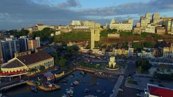 Luftaufnahme aller Heiligen Bucht bei Sonnenuntergang in Salvador, Bahia, Brasilien