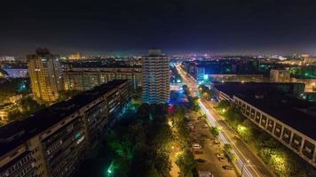 Bielorrusia noche verano tráfico calle azotea panorama superior 4k lapso de tiempo minsk
