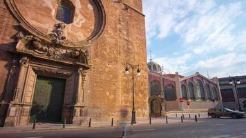 Spagna sole luce valencia cattedrale porte e edificio del mercato 4k lasso di tempo