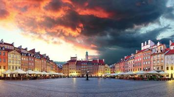 Varsovia, plaza del mercado, Polonia, lapso de tiempo al atardecer, nadie