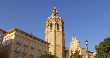 città vecchia di valencia santos juanes chiesa sole luce 4k spagna
