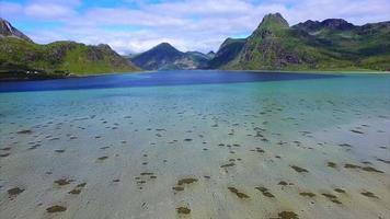 Vue panoramique du fjord sur les Lofoten en Norvège