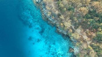 vista aerea dell'isola di racha phuket mare delle andamane a sud della thailandia video