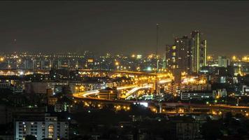 Nachtautobahnen und Stadtbild